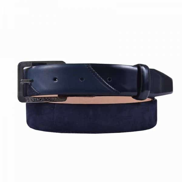 This fashionable De Niro belt is made in the suède like Camoscio blue leather, with a brushed blue tip. These De Niro belts are made with a big silvercoloured buckle. This belt is made of Italian calf leather of the finest quality. Adding a belt to your riding attire can completely put your outfit together, and matching your belt with your ridingboots can make any outfit look fabulous. Have a look at all De Niro belts here.